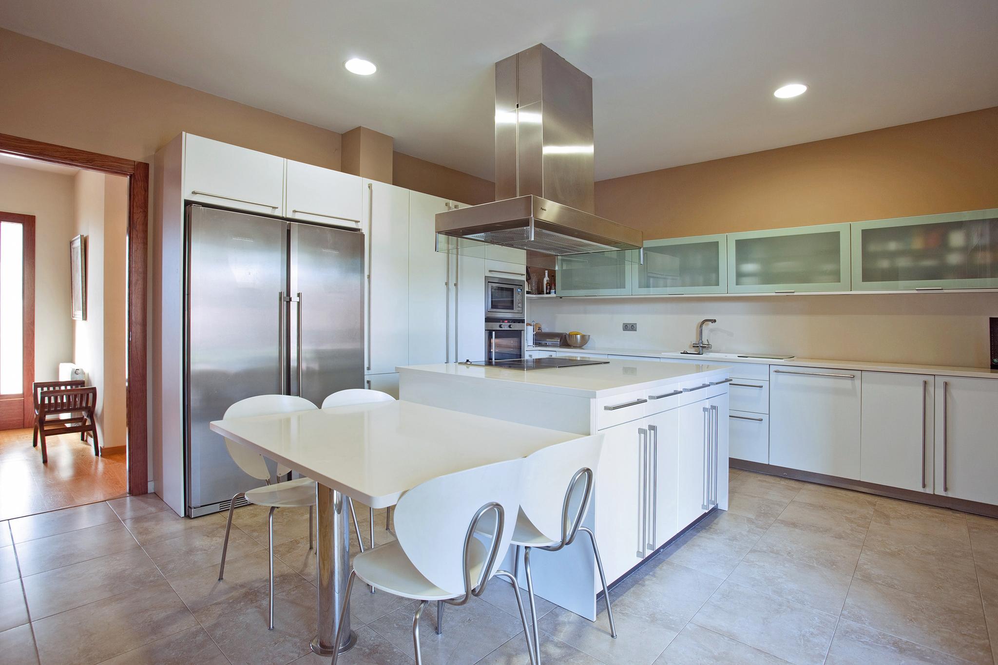 cocina-kitchen-white-muvhausfotografia-inmobiliaria-realestatephotography