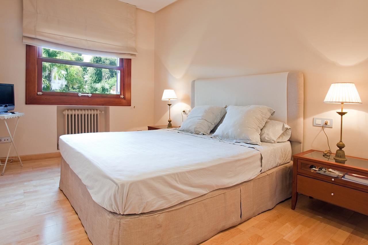 dormitorio-habitacion-chalet-lujo-muvhaus-fotografia-inmobiliaria